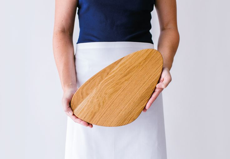 hakkenPLANK serving and chopping board in white oak. www.houtenplank.com.au
