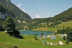 Zwölf coole Camping-Plätze in der Schweiz. Camping de glacier 4h 40 min.