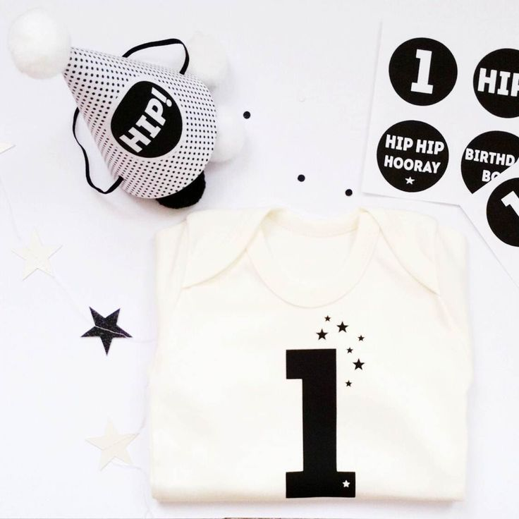 baby first birthday gift : organic cotton '1' bodysuit and paper party hat kit, 1st birthday photo prop, unisex first birthday gift by byebyebirdieengland on Etsy https://www.etsy.com/listing/228535205/baby-first-birthday-gift-organic-cotton