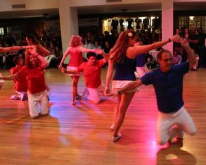 Salsa Rueda Sundays with Salsa Vale Todo at The Beat in Berkeley! 2560 9th st.  7-8pm: Beg/Int Salsa Cubana and Rueda de Casino 8-9pm: Int/Adv Rueda de Casino  $13/ 1 class, $17/ both classes  With over 12 years of teaching in The Bay and regular annual study in Cuba to perfect their craft, Nick and Serena are uniquely qualified to break down and teach the patterns, turns, footwork and rhythms of Salsa Casino. http://youtu.be/OpqY3hHB4x8