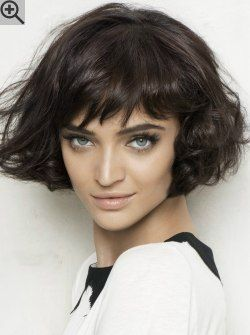 Bob hairstyle with curls and lots of movement. With lift in the roots and loosely styled bangs.