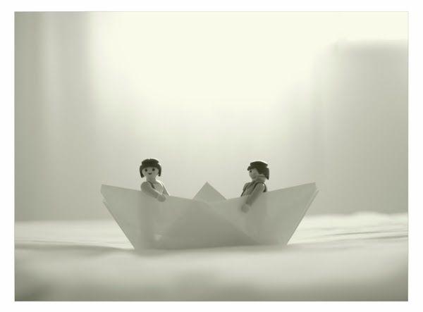 """serie """"Juegos Ocultos"""" fotografía de playmobils con Extremoduro de banda sonora."""