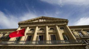 Nafarroa: la policía foral retira una bandera española