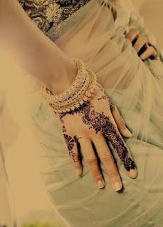 Henna... Henna, henna, henna..