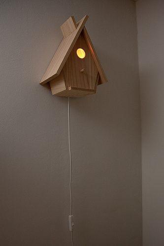 zelfgemaakte lamp 'vogelhuisje' voor babykamer   by ndezwarte