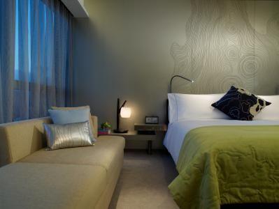 ✔ Giá từ: 7,306,000 VNĐ __________  ★ Số sao: 5 _____________________  ☚ Vị trí: Austin Road West, Kowloon Station _________________________  ❖ Tên khách sạn: W Hong Kong ____  ∞ Link khách sạn: http://www.ivivu.com/vi/hotels/w-hong-kong-W60716/  ∞ Danh sách khách sạn ở Kowloon: http://www.ivivu.com/vi/hotels/chau-a/hong-kong/kowloon/all/995/