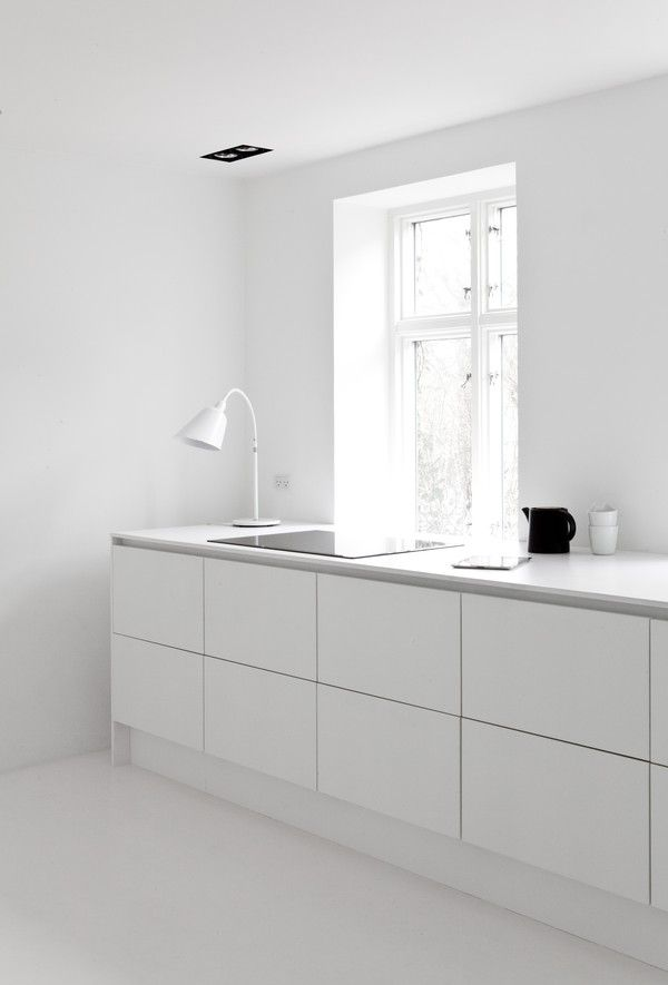 Kitchen in clean lines: Norm Architects Zen House | Scandinavian Deko.