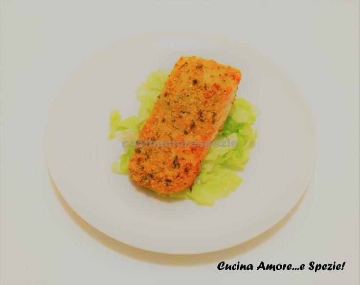 Il salmone gratinato è un secondo piatto caldo molto raffinato adatto per le occasioni speciali. E' facile e veloce da preparare ed è buonissimo.
