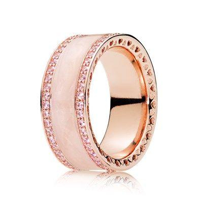 Rosafarbenes Herzens-Band Ring