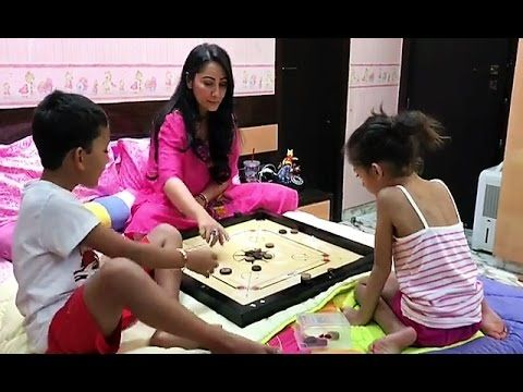 CUTE ! Sanjay Dutt's kids playing carrom with mom Manyata Dutt.    See full video > https://youtu.be/SslId16Hgv4  #sanjaydutt #manyatadutt #bollywood #filmybaten