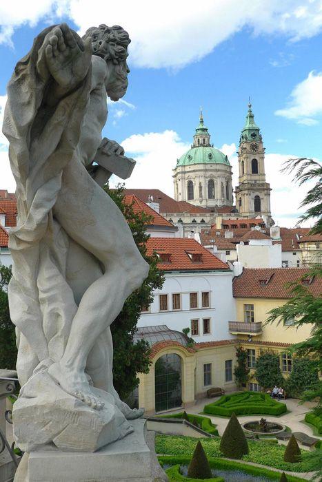 Elopement in Prague's Palace Garden