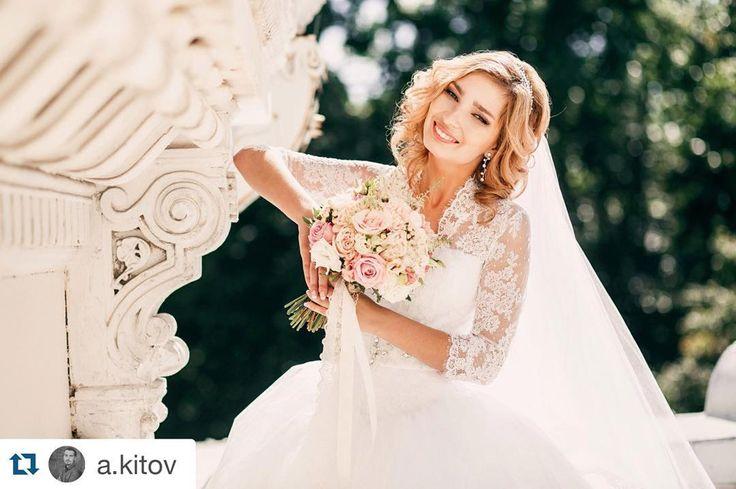 #Repost @a.kitov with @repostapp. ・・・ Мои невесты прекрасны :) Организация: @lovely_day_wed , @nadejda_kitova  Оформление: @decor.vesna Флористика: @magiasvetov073 Фотограф: @a.kitov Макияж невесты: @fashionlookstudio , @valiulina_nadezhda  Прическа: @dasha_fedorkova  #свадебныйфотографульяновск #фотографульяновск #свадьба #wedding #империал #выезднаярегистрация#фотозона73  #royalstyle #флористика#wedding#ceremony#decor#justmarried#ulsk#декорсвадеб#свадьба73#ulsk73 #ulyanovsk #justmarried…