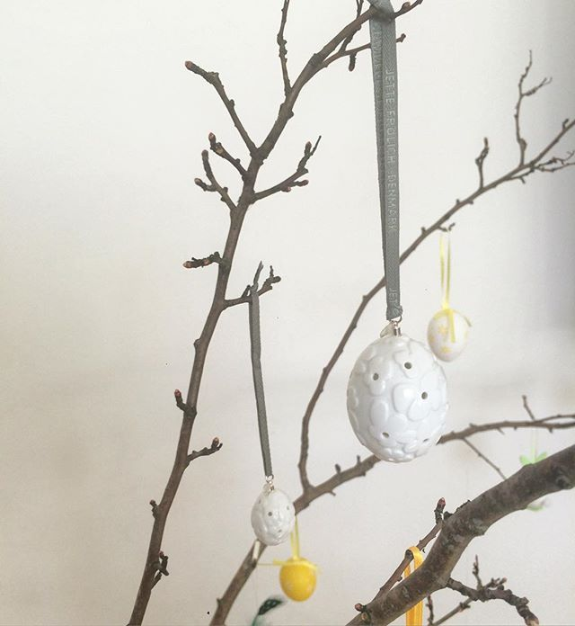 Easter Ornaments with Blooms - Porcelain eggs trimmed with Sterling silver - perfect to use to decorate your Easter branches. Available in our web-shop: www.jettefroelich.dk #easterornament #easterornaments #porcelain #easter #easterdecoration #easterdecor #jettefrölich #jettefroelich #jettefrölichdesign #jettefroelichdesign #danishdesign #scandinaviandesign #interiordesign #homedecor