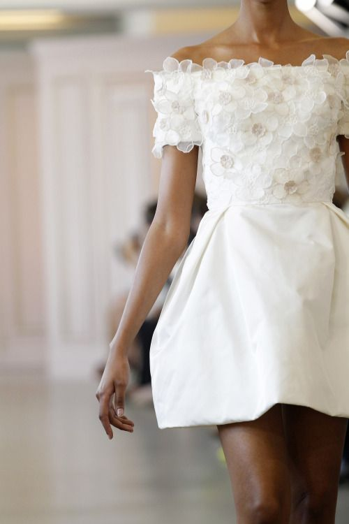 thebridalcircle:  Obsessed with this short bridal gown by Oscar de la Renta.