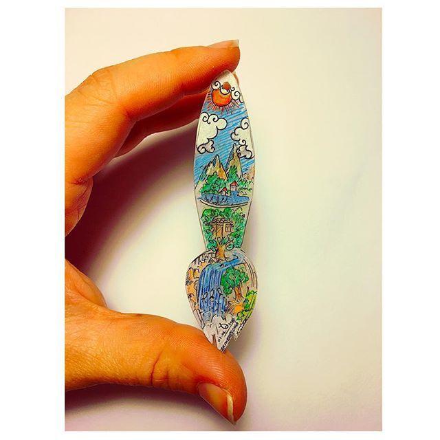"""🖌 Fırça Tasarımlı Kolye Ucu 🖌 . """" 📝 Malzememiz Küçülen kağıt 📝 """" . . #art #seventimes #küçülenkağıt #kuculenkagit #arts #artstudio #artlovers #draw #drawing #drawsomething #draws #drawingart #drawingpencil #drawingpen #drawart #çizim #atölye #atolyekafasi  #meril #merilinatölyesi"""