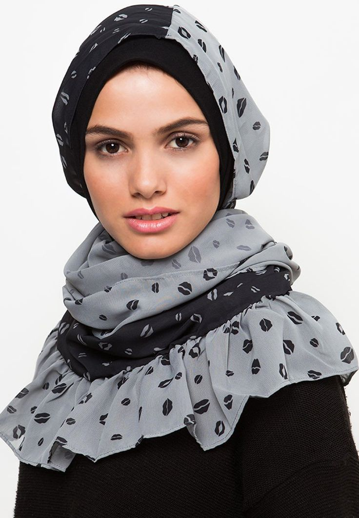 Phasmina Lips Art dari MY RIN. Pashmina with lips shape pattern print all over, with ruffle hem accent. Made from Polyester fabric, with a combination of black and gray color, length 180 cm, wide 60 cm. Perfect for hijab.   http://www.zocko.com/z/JFqjJ