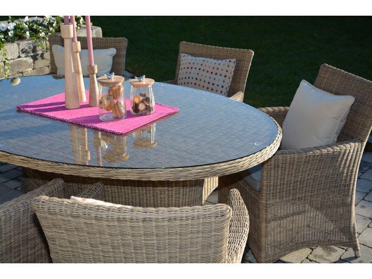 Spisegruppe med ovalt bord og seks stoler, natur