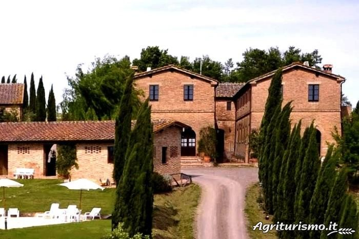 Visit the page of the agriturismo San Giovanni. Located in Hills in Monteroni d'Arbia - (Siena), offers Room only in Flat - Monteroni d'Arbia - .