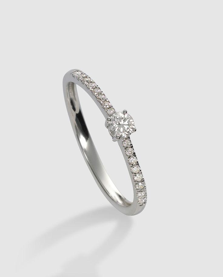 Media alianza en oro blanco y diamantes de Diamonds by El Corte Inglés. #joyería