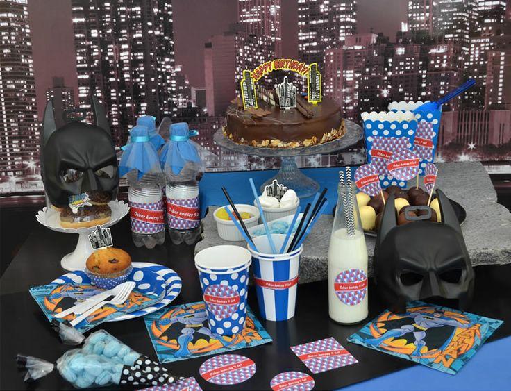 Pomysł na udekorowanie stołu na kinderbal nawiązujący do Batmana