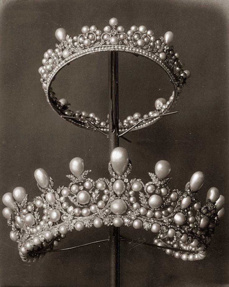 Diamonds, pearls and precious stones from the French collection of crown jewels ,1887