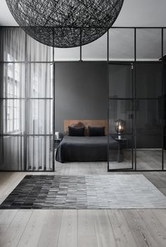 Bedroom rugs | This grey rug is the perfect choice for this bedroom design, a black and grey rug revolution! | http://contemporaryrugs.eu/ #greyrug #modernrugs #contemporaryrugs #bedroomrugs