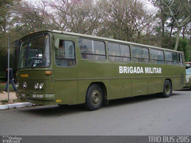 Ônibus da empresa Brigada Militar, carro BM 5629, carroceria Mercedes-Benz Monobloco O-365, chassi Mercedes-Benz O-365. Foto na cidade de Porto Alegre-RS por TRIO BUS 2015, publicada em 02/07/2015 10:26:58.