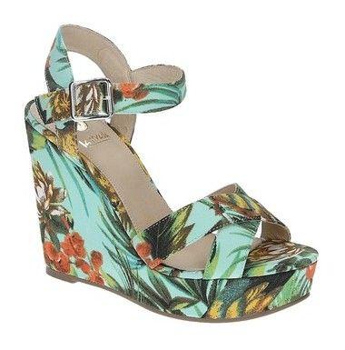 Deze sleehaken van La Strada zijn pas vrolijk, super gaaf toch! Erg leuk voor in de lente en zomer en zo'n sleehak loopt ook nog eens comfortabel. Deze sleekhak sandalen met exotische print zijn nu in de uitverkoop! #dames #mode #schoenen #sandalen #sleehak #bloemen #tropisch #women #fashion #shoes #sandals #wedges #exotic #floral #sale