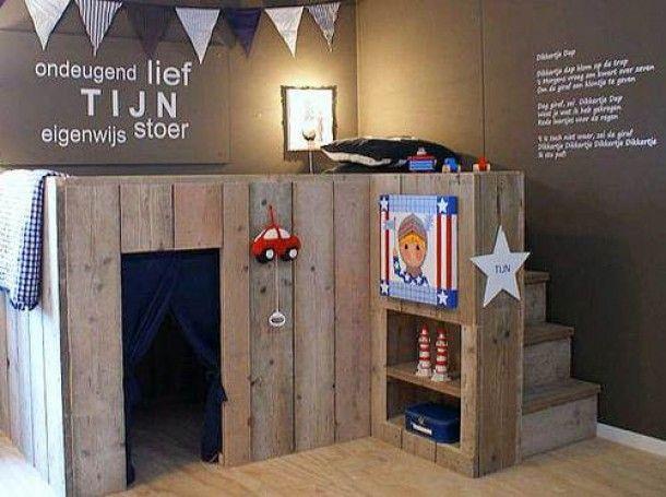 Ideeën voor kinderkamer op zolder | Steigerhouten halfhoogslaper. Door Anneliesdevriendt