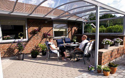 Åben, overdækket terrasse. Udnyt terrassen optimalt med en overdækning.