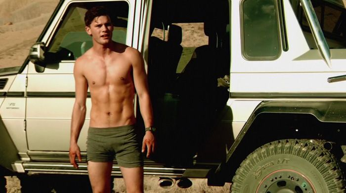 Jeremy Irvine Shirtless in Beyond the Reach  Reach  Jeremy Irvine    Jeremy Irvine Shirtless