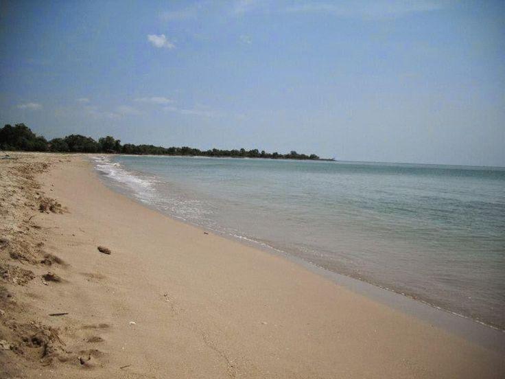 Tidak hanya garam yang terkenal dari pulau Madura. Pantai di pulau ini pun patut untuk diacungi jempol dan Minasan kunjungi. Simak daftarnya berikut ini!