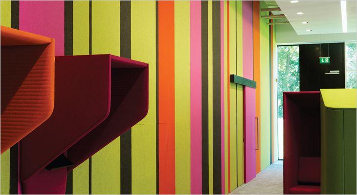 BuzziSkin elvklæbende filt vægbeklædning.  Adhesive wall covering in felt.