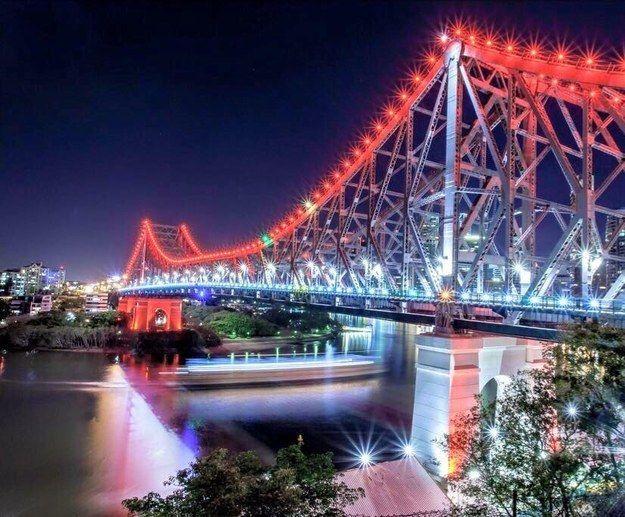 Des monuments du monde entier s'illuminent en bleu blanc rouge en hommage à Paris
