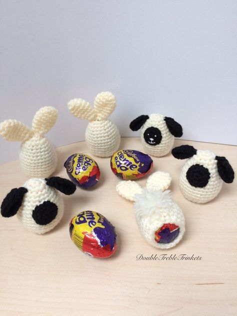 Chocolate creme egg cozy - free crochet pattern at DoubleTrebleTrinkets.