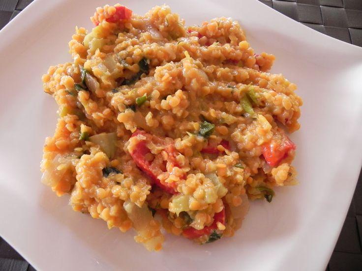 Většina z Vás zná pouze klasickou čočkovou kaši nebo polévku. Tato jídla ačkoliv jsou připravená z čočky jsou tak nevhodně upravená, že se stávají naprosto nezravá a těžko stravitelná. Jíška, ocet, obyčejný olej jsou suroviny, které opravdu nejsou ve výživném jídelníčku žádané. Z červené čočky připravuji pokrmy velice ráda, protože…