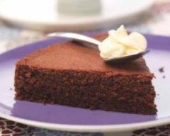 INGRÉDIENTS Pour le gâteau: 80 g de farine Suprême 125 g de chocolat pâtissier 125 g de beurre 125 g de sucre 3 oeufs 1 sachet de levure 1 pincée de sel Pour la chantilly: 20 cl de crème liquide entière (bien froide) 1 sachet de fixe chantilly 1 sachet...