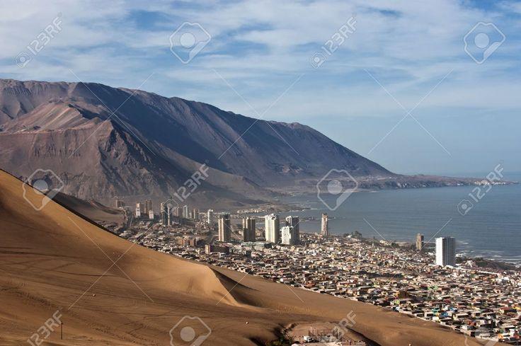 20916107-Iquique-detr-s-de-una-duna-el-norte-de-Chile-Regi-n-de-Tarapac-la-costa-del-Pac-fico-al-oeste-del-de-Foto-de-archivo.jpg (JPEG-Grafik, 1300×865 Pixel) - Skaliert (98%)