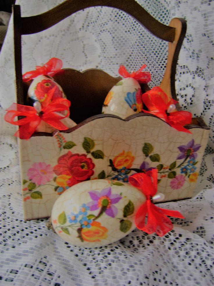 húsvéti tojás és kosár szalvétatechnikával, repesztve, pácolva