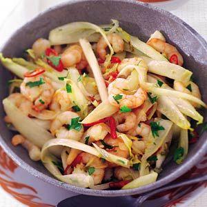 Recept - Roergebakken witlof met hete garnalen - Allerhande  Toprecept en snel klaar.  Ik maak het meestal met zeevruchten of wokgarnalen en basmatirijst.