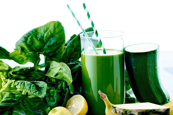 Blend dine grøntsager og bliv stærk som Skipper Skræk, med denne smoothie med spinat, squash og ananas.