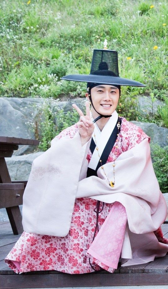 What~? Secret of 'The Night Watchman' Jung il woo's flower robe that you would get startled! | JungilwooID