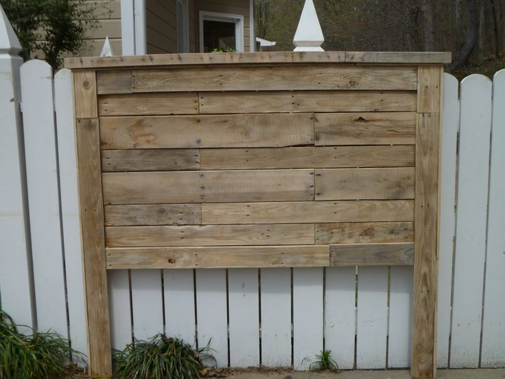 Best 25 queen pallet headboards ideas on pinterest diy for How to make a wood pallet headboard