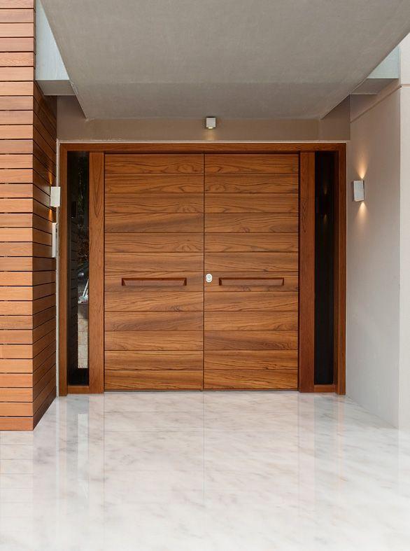 ΠΟΡΤΕΣ ΑΣΦΑΛΕΙΑΣ Golden Door :: Νέο Design ::  Δίφυλλη πόρτα ασφαλείας με επένδυση και λαβές από teak
