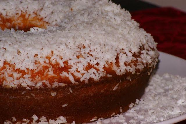Receitas práticas de culinária: Um bolo de coco molhadinho que é de comer e chorar...