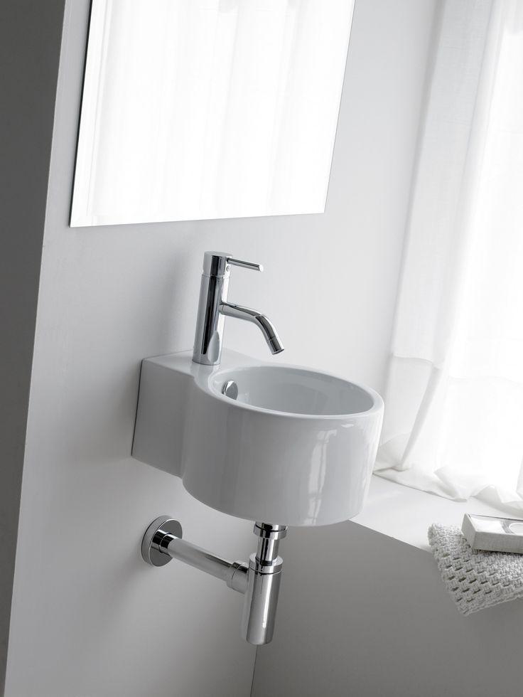 Lavabo mini Jerez, de porcelana y suspendido, con rebosadero y con opción de ir en pared. Referencia: 0066 Medidas: 280x330x160 mm