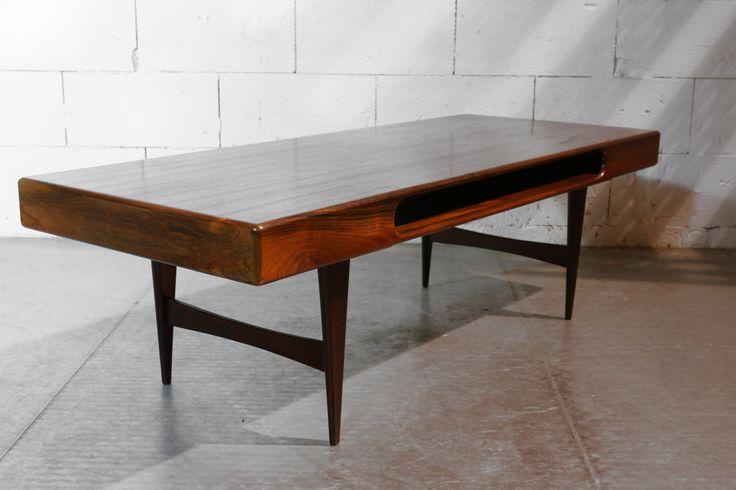 Vintage Design Palissander Deens salontafel uit de jaren 60.  46 cm hoog x 147 cm breed x60 cm diep. Prijs € 750.- – Dehuiszwaluw