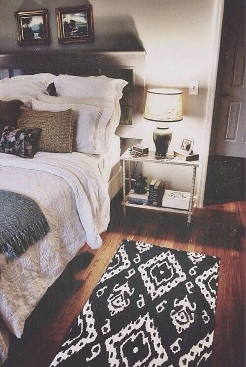 black and white rug, neutral bedding, glass night stand...