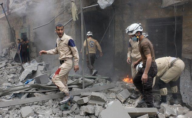 """Tidak ada lagi rumah sakit yang beroperasi di Aleppo Timur  ALEPPO (Arrahmah.com) - Tidak ada lagi rumah sakit yang masih beroperasi di Aleppo Timur Suriah di mana lebih dari 250.000 orang hidup di bawah pengepungan dan banyak dari mereka yang membutuhkan perawatan medis ungkap PBB sebagaimana dilansir WB pada Selasa (22/11/2016).  """"Saat ini tidak ada rumah sakit yang beroperasi di daerah kota yang terkepung"""" Organisasi Kesehatan Dunia (WHO) mengatakan dalam sebuah pernyataan pada hari Ahad…"""