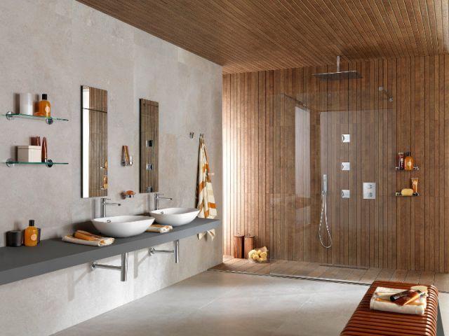Grande tendance depuis quelques années, la douche à l'italienne en fait rêver plus d'un. Moderne et discrète, elle s'adapte à tous les utilisateurs et leurs espaces. Maison à part vous propose treize inspirations de douches à l'italienne et, il y en a pour tous les goûts !